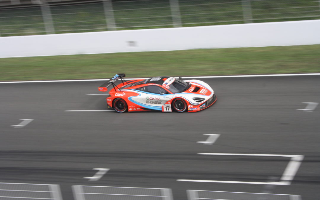 Final de infarto en la primera carrera del International GT Open en Barcelona