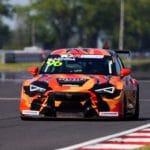 Mikel Azcona y Cupra arrancan con fuerza la temporada de TCR